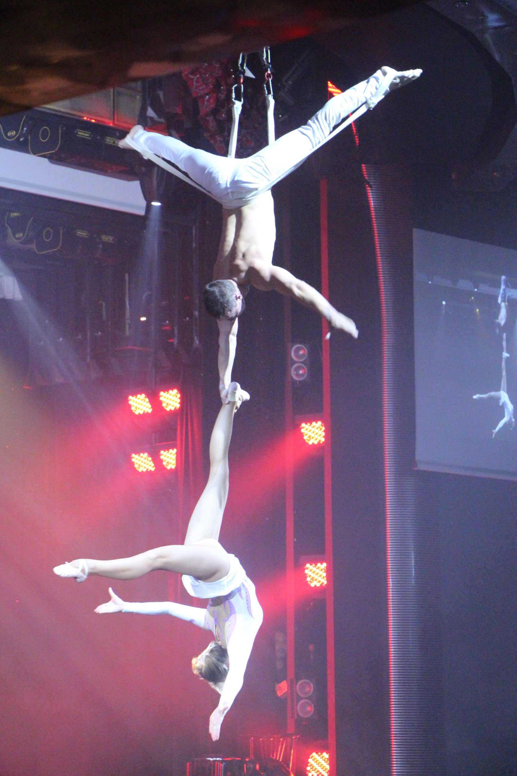 Acrobatic Show You and Me - Aerial straps duo