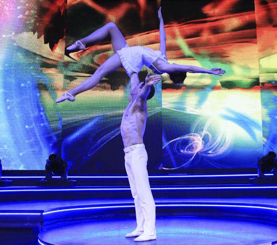 acrobatic duet primavera