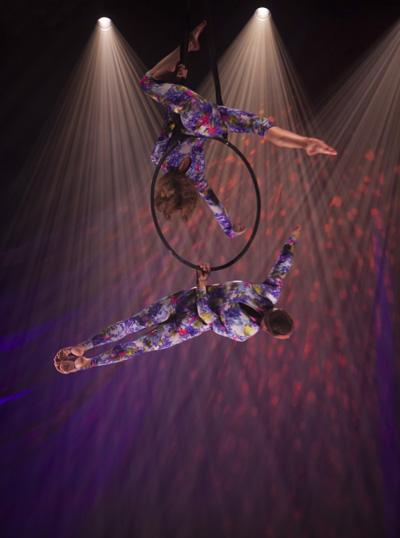 circus performers duet Primavera