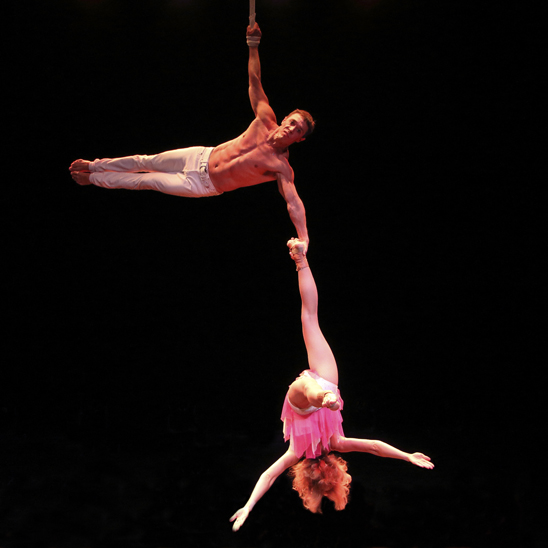 variete show-straps aerial performance