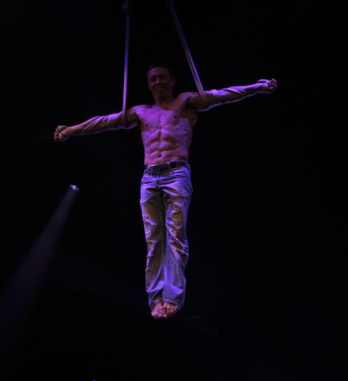 solo straps show gymnast Aniskin